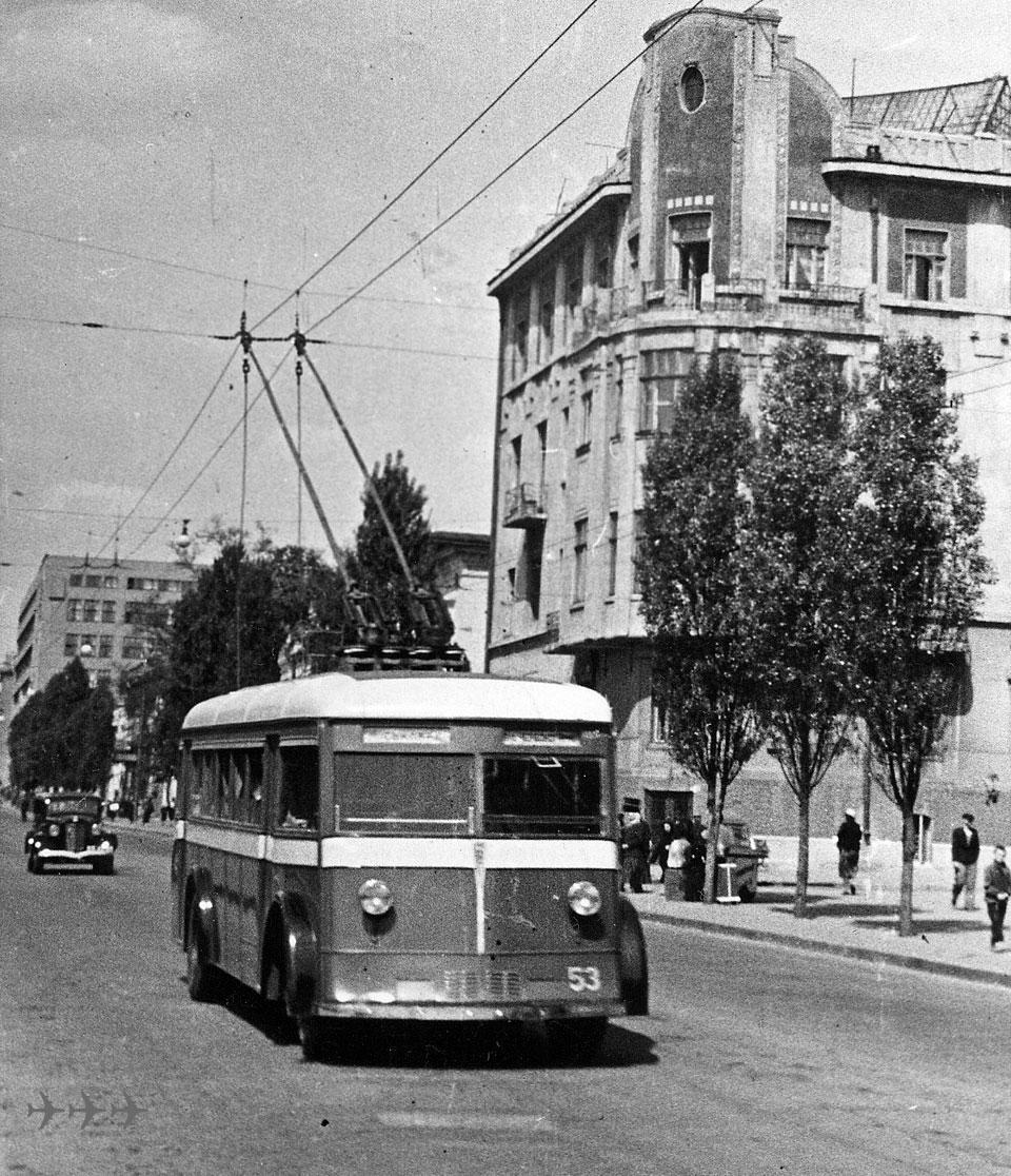 Подборка фотографий троллейбусов от начала прошлого столетия и по настоящее время.На фотографиях представлены...